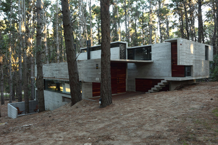 casa-levels-house-in-woods-enpundit-3.jpg