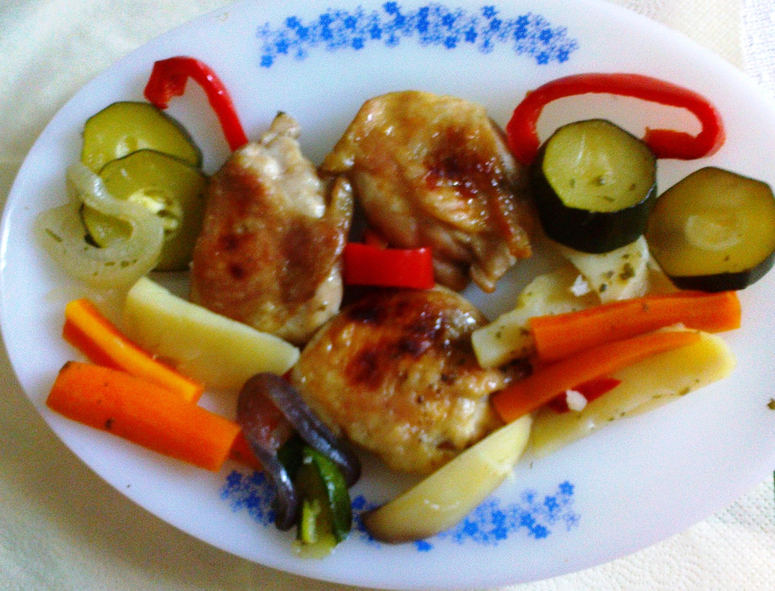 Tepsis csirkecomb vele párolt zöldséggel.jpg