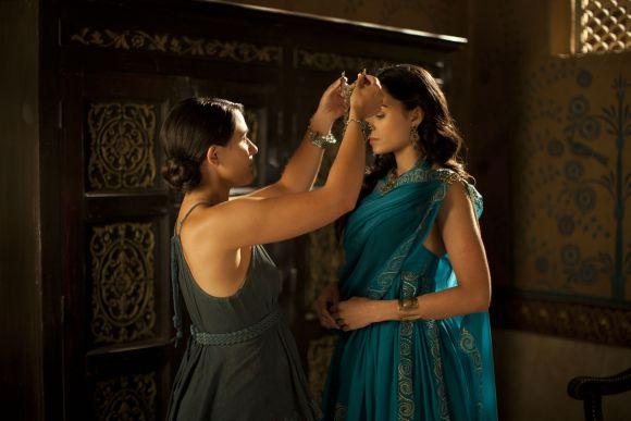 Királynő és menyasszony - Ariadné szerepében Aiysha Hart.