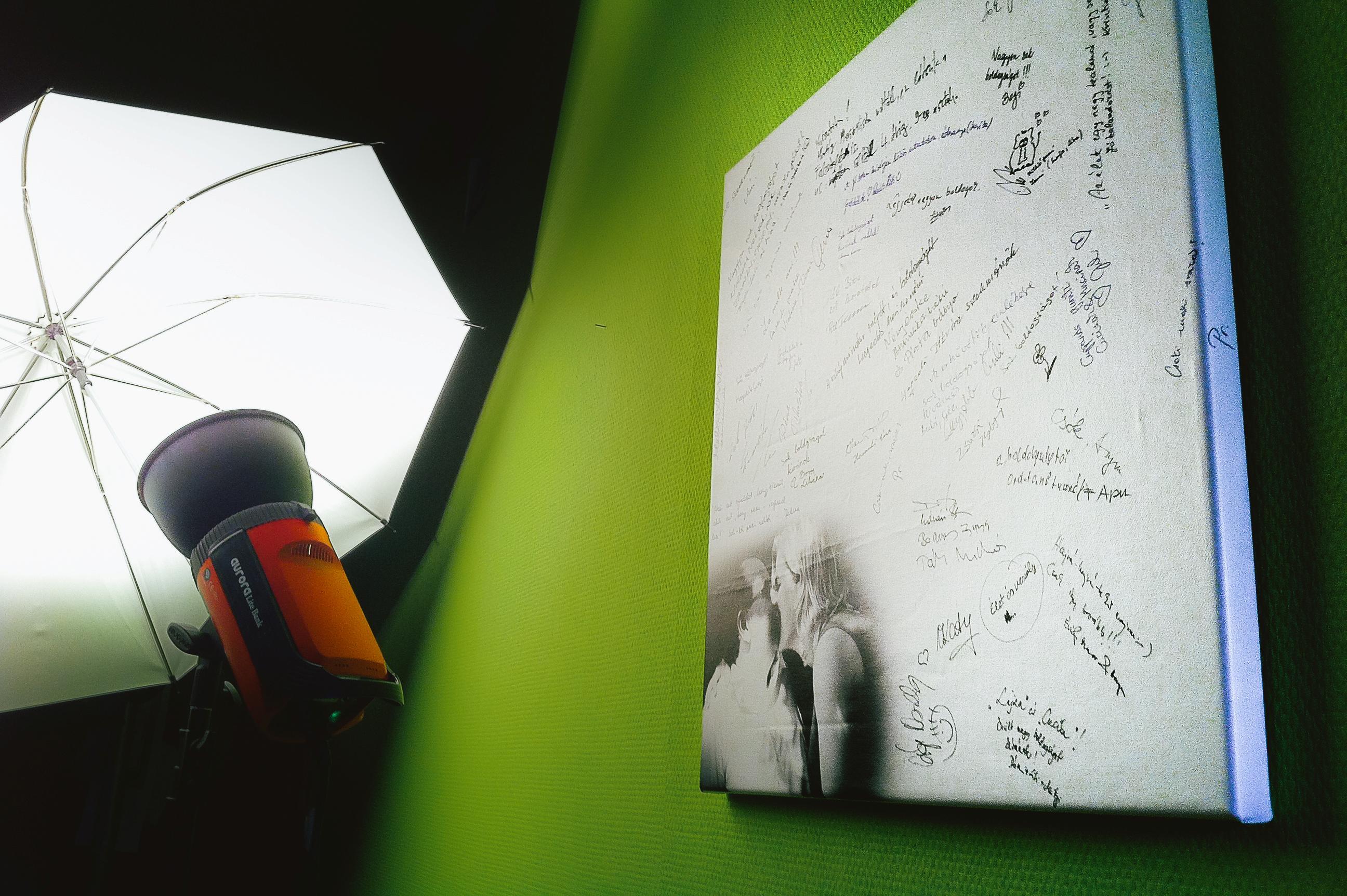 aláírós vászon.JPG