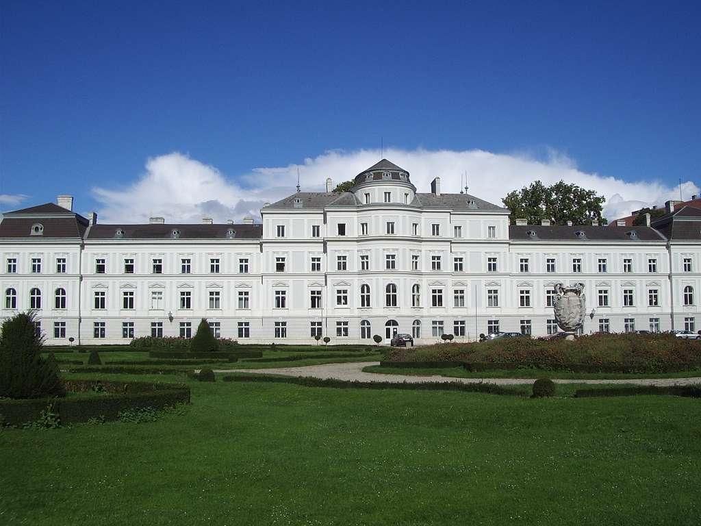 Palais_Augarten_Vienna.jpg