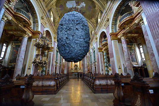 Hét mázsás kő lebeg egy bécsi templomban