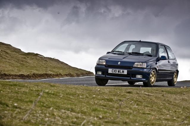 1993_Renault_Clio_Williams_front_29.jpeg