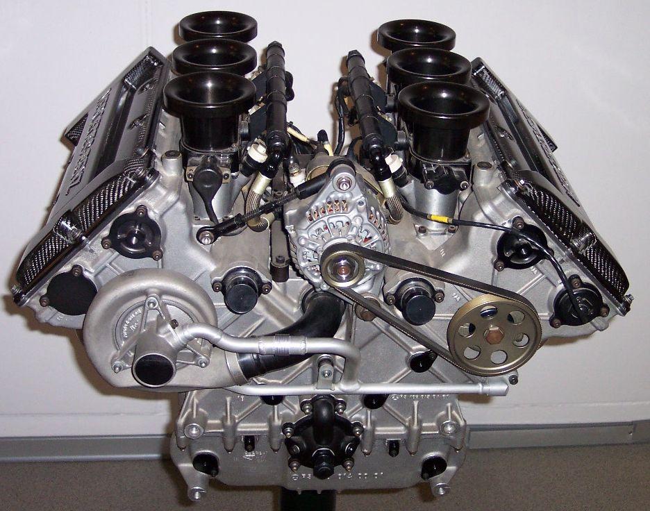 Mercedes_V6_DTM_Rennmotor_1996.jpg