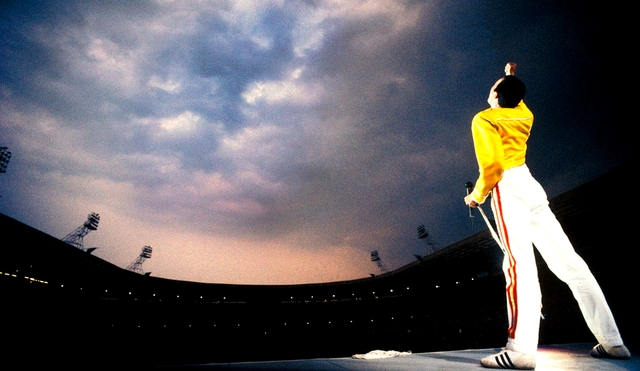 freddie-mercury-at-wembley.jpg