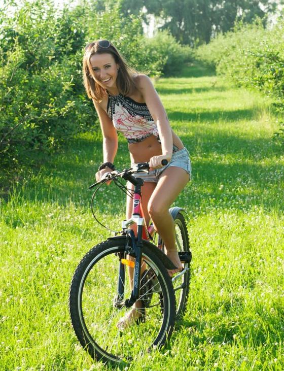 vanessa-h-bike-met-art-01-800x1198.jpg