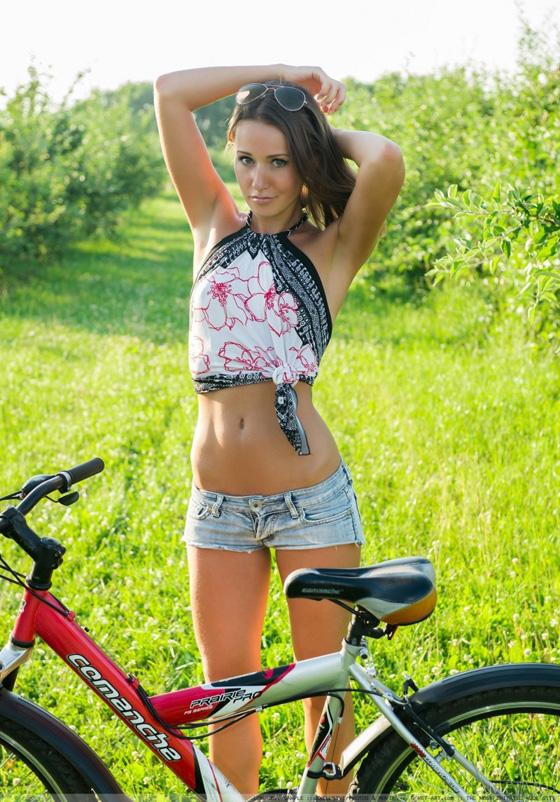 vanessa-h-bike-met-art-03-800x1198.jpg