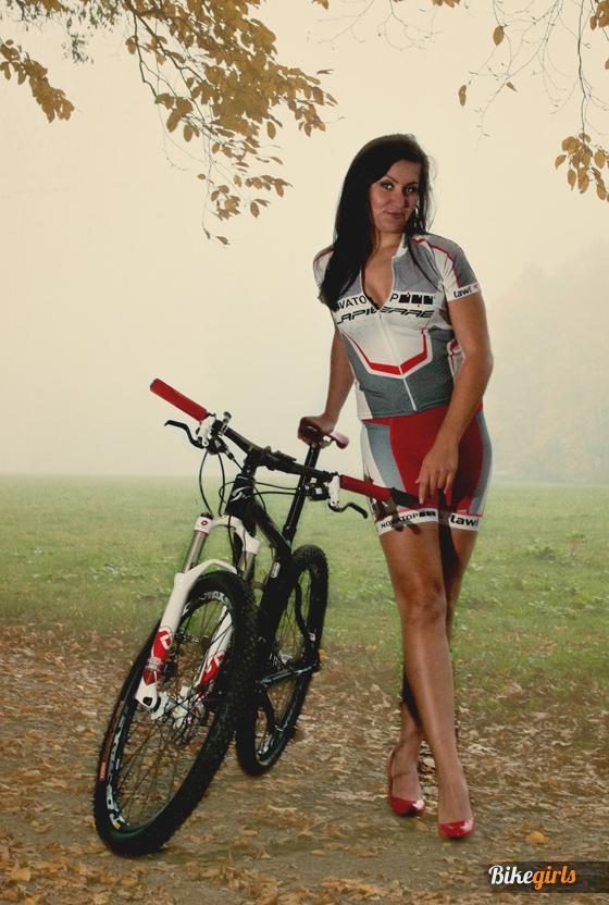 Renáta Karkulka Karkošková czech bike girl rider novatop lapierre 8.jpg