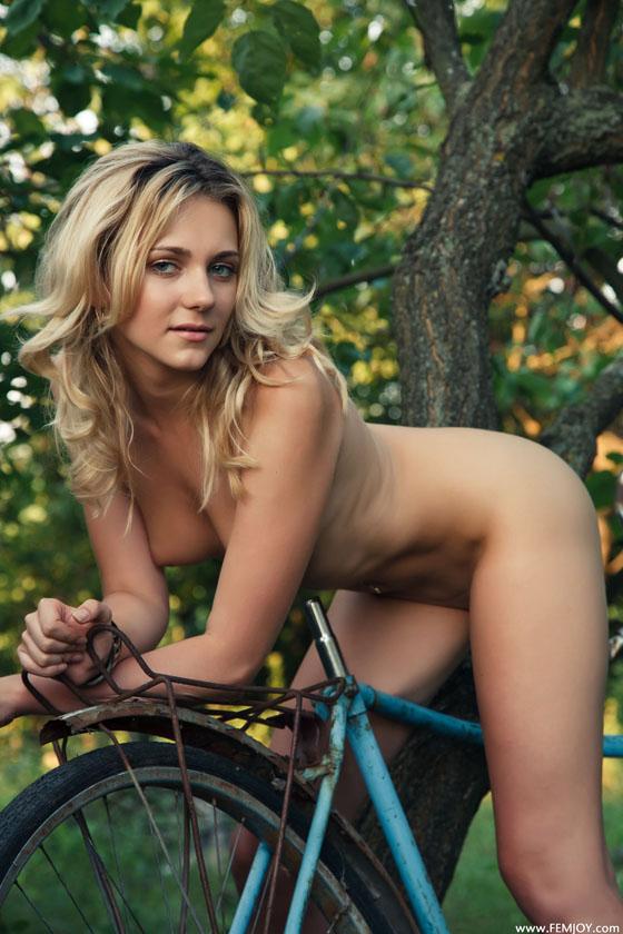 bike girl_femjoy_naked_bicycle 2.jpg
