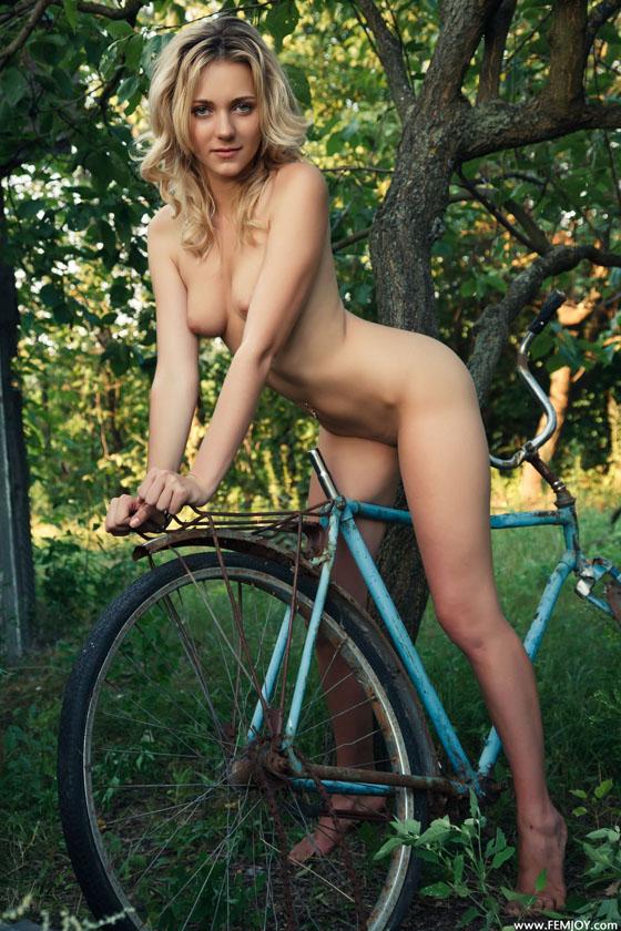 bike girl_femjoy_naked_bicycle 3.jpg
