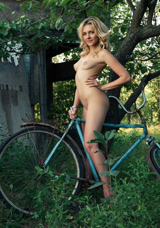 bike girl_femjoy_naked_bicycle 4.jpg
