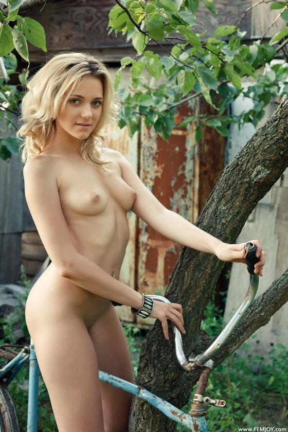 bike girl_femjoy_naked_bicycle 6.jpg