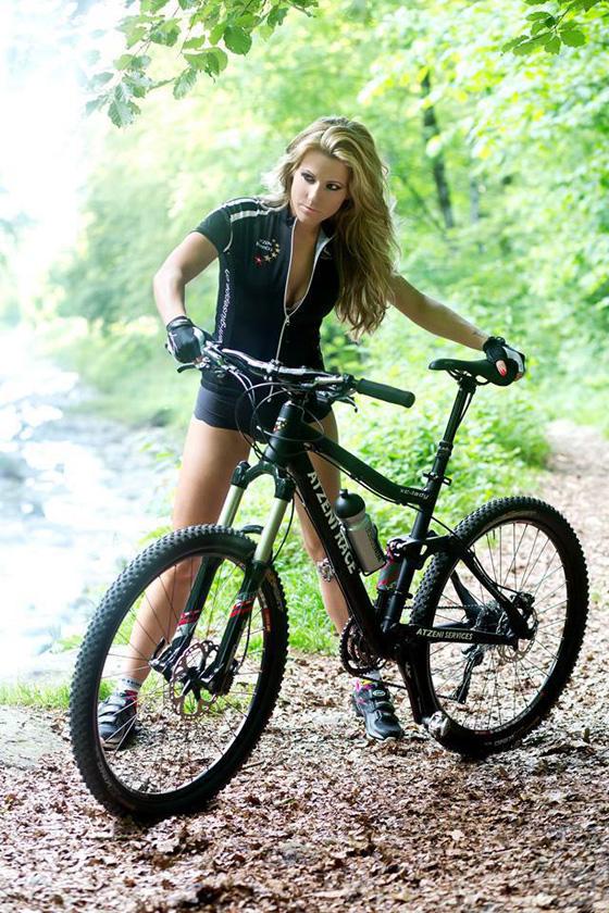 bikegirls_girl_rider_mtb_1.jpg