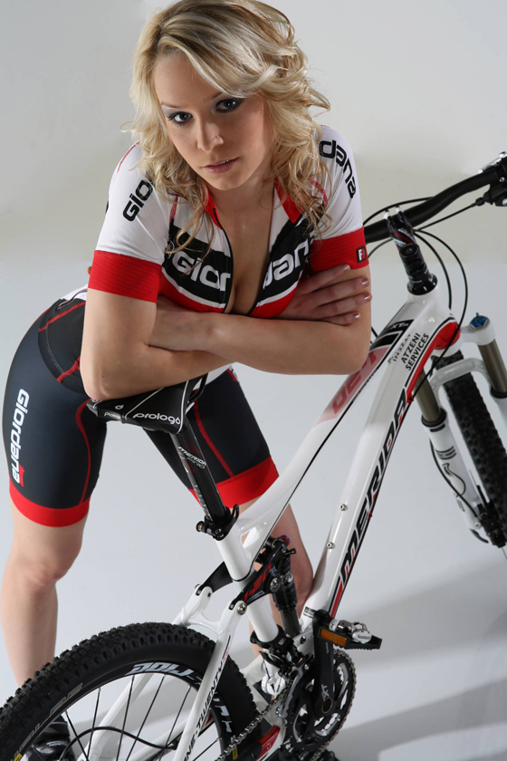 sexy cycling calendar swiss 2014 3.jpg