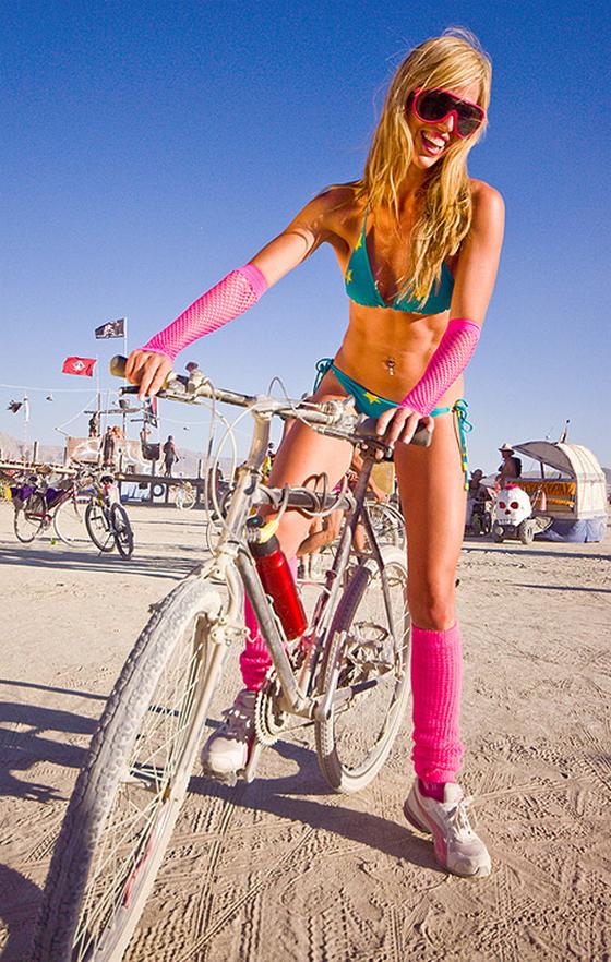 burning man bikegirls1.jpg