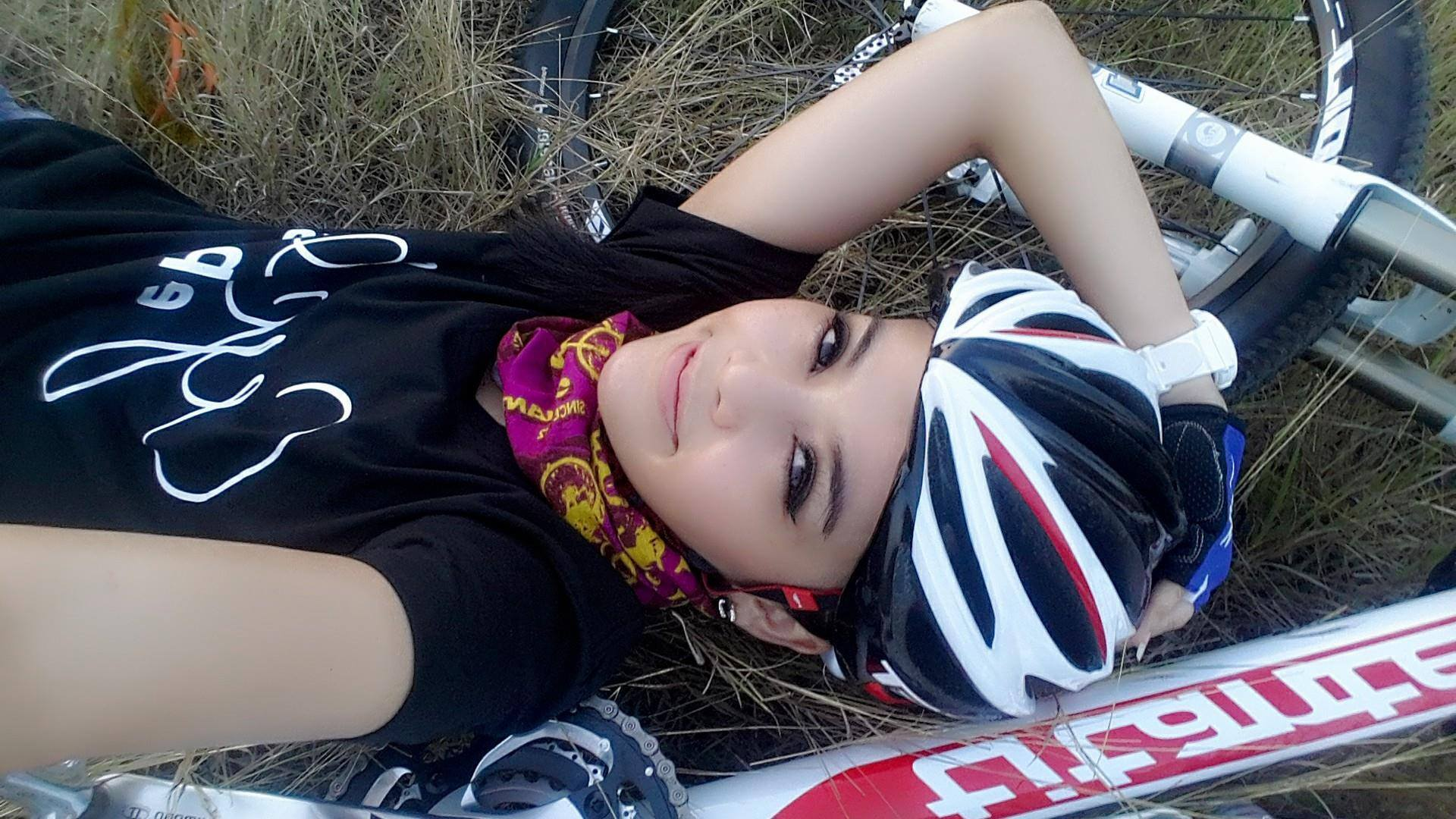 aorry_cooper_lee_selfie_bikegirls.jpg