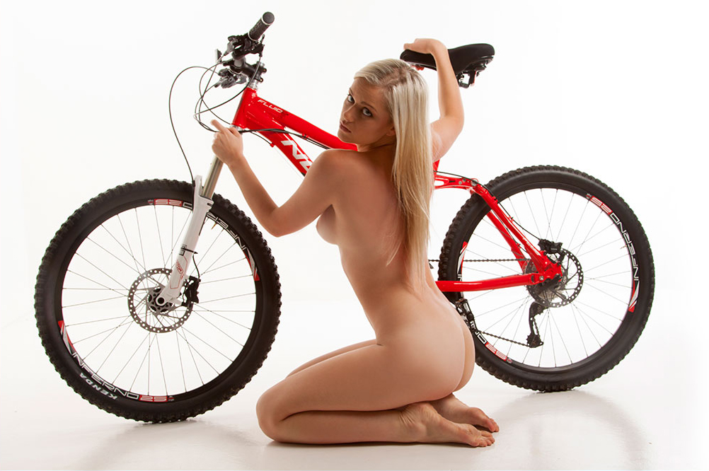 nude-muse_charlie-v_nude_with_bicycle011_1.jpg