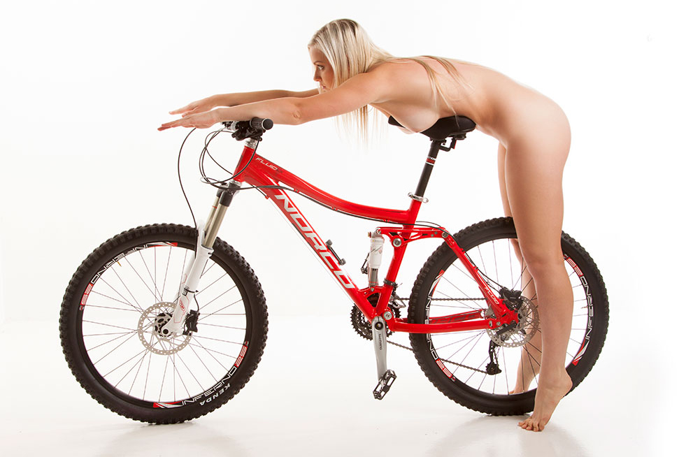 nude-muse_charlie-v_nude_with_bicycle046.jpg