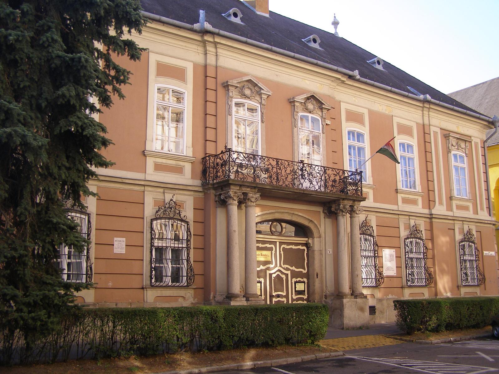 Nagypréposti-palota_(Bródy_Sándor_Megyei-_és_Városi_Könyvtár)_(5542._számú_műemlék).jpg