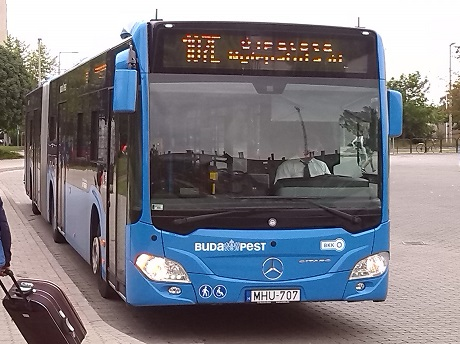 107E_busz_Budapesten_wiki_vampeare.jpg