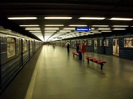 Budapest_Metro_Határ_út_rovibroni.JPG