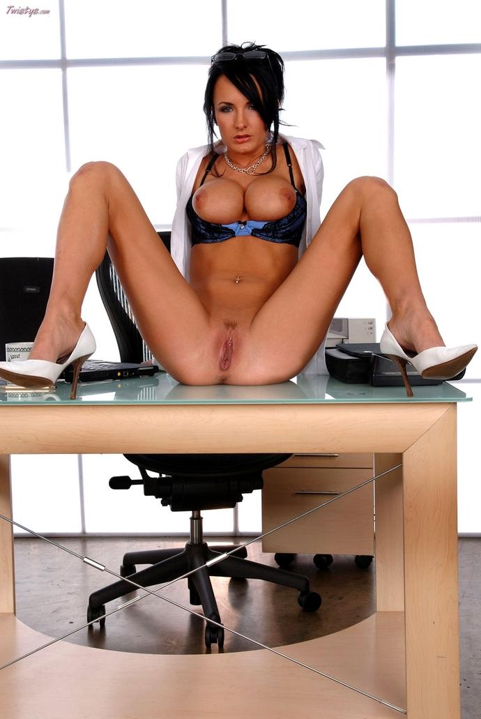 Картинки голых секретарш