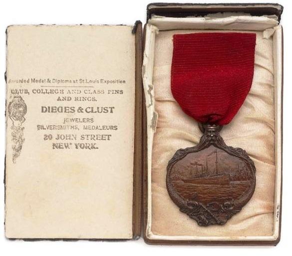 Carpathia titanic medal.jpg