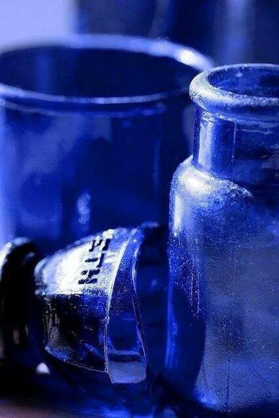 kéküvegek.jpg