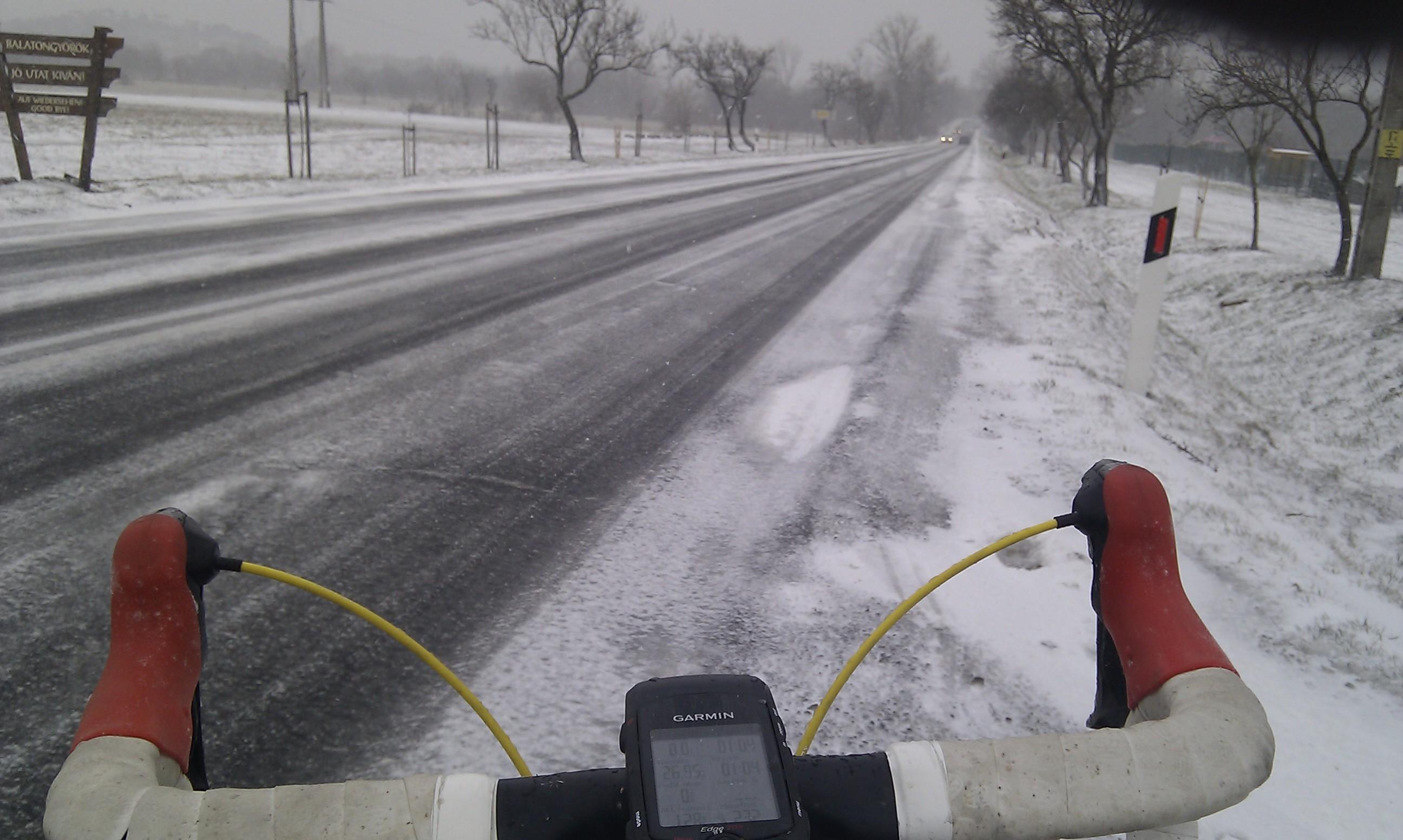 Cudar idő, fagyos utak