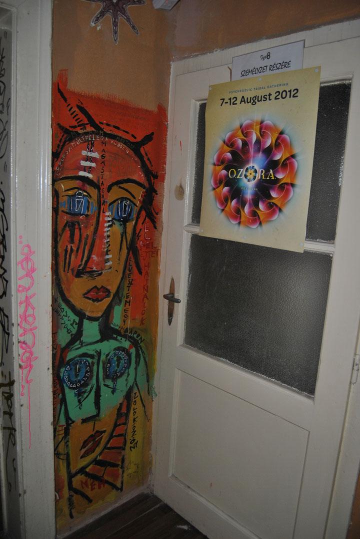 a-street-art-te-vagy-super8-11.jpg