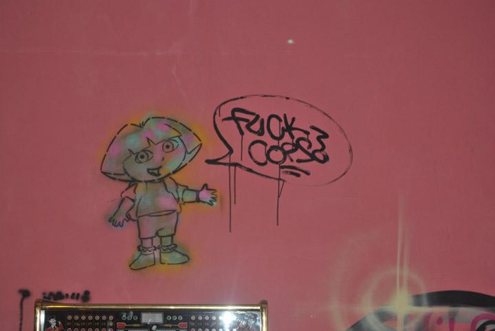 a-street-art-te-vagy-super8-13.jpg