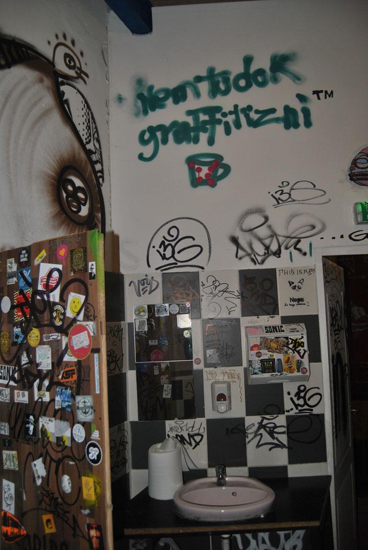 a-street-art-te-vagy-super8-24.jpg