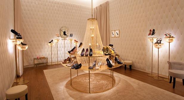 Eladó aranybánya és Louis Vuitton cipőbolt - Burzsuj á la carte