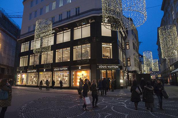 A Sacher-torta trunk az új bécsi Louis Vuitton üzlet sztárja
