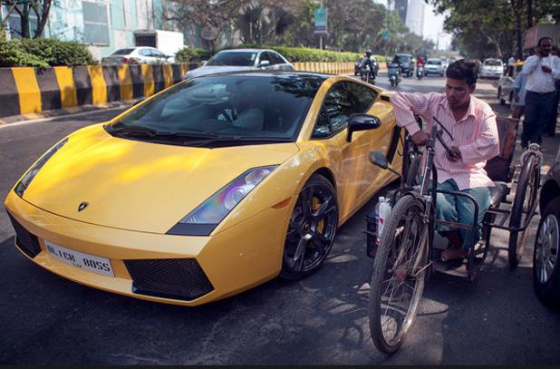 Iszonyú szívás Lamborghinivel járni Indiában