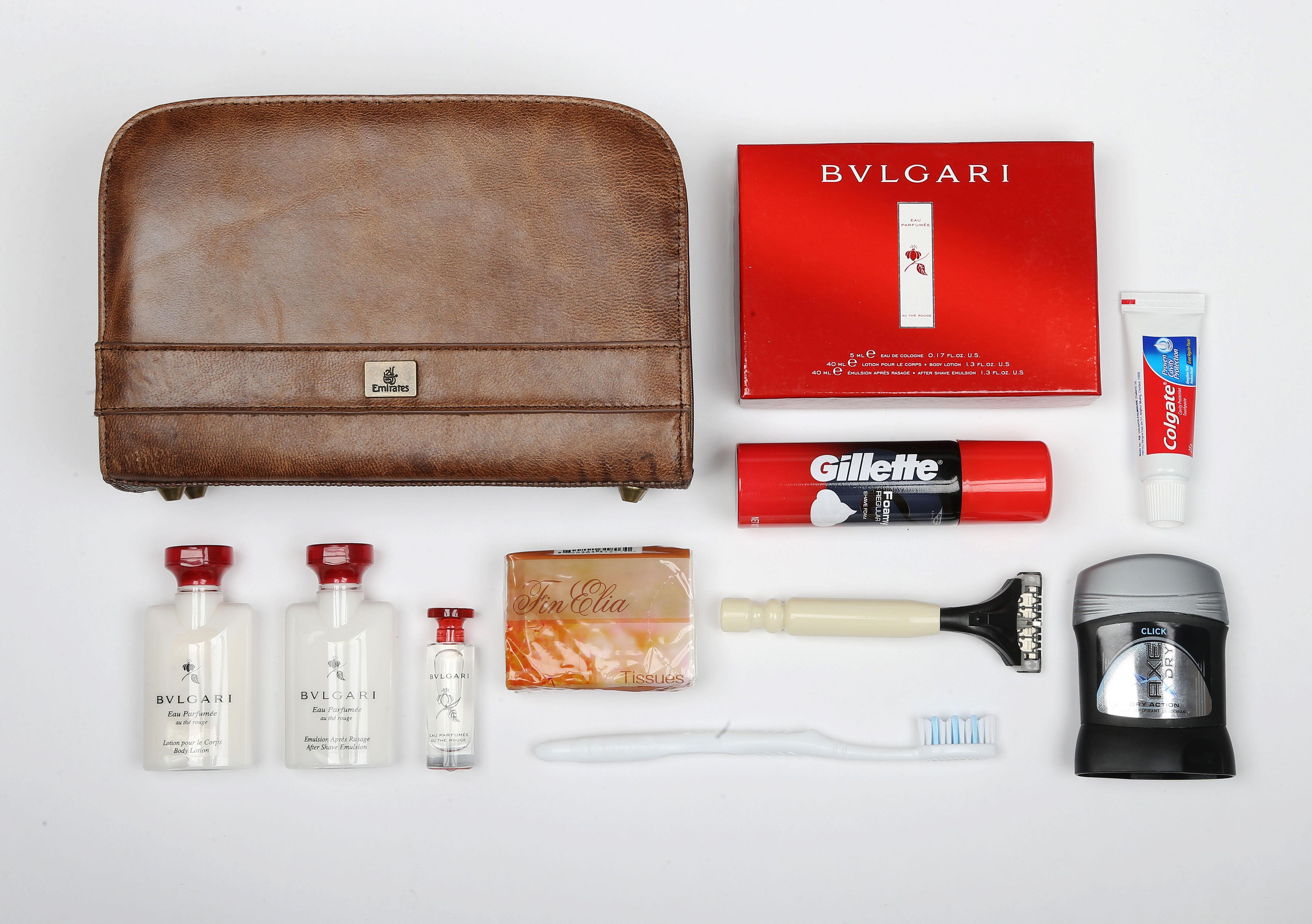 Ezeket rejtik a first class titokzatos táskái