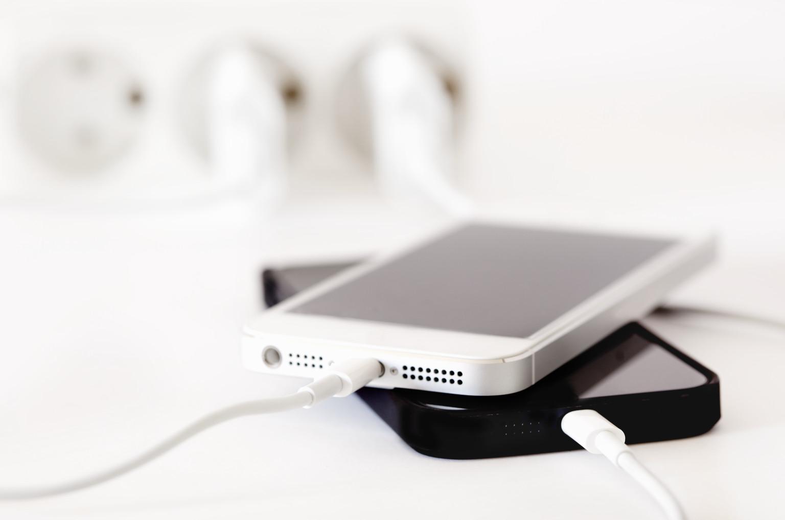 o-iphone-charging-facebook.jpg