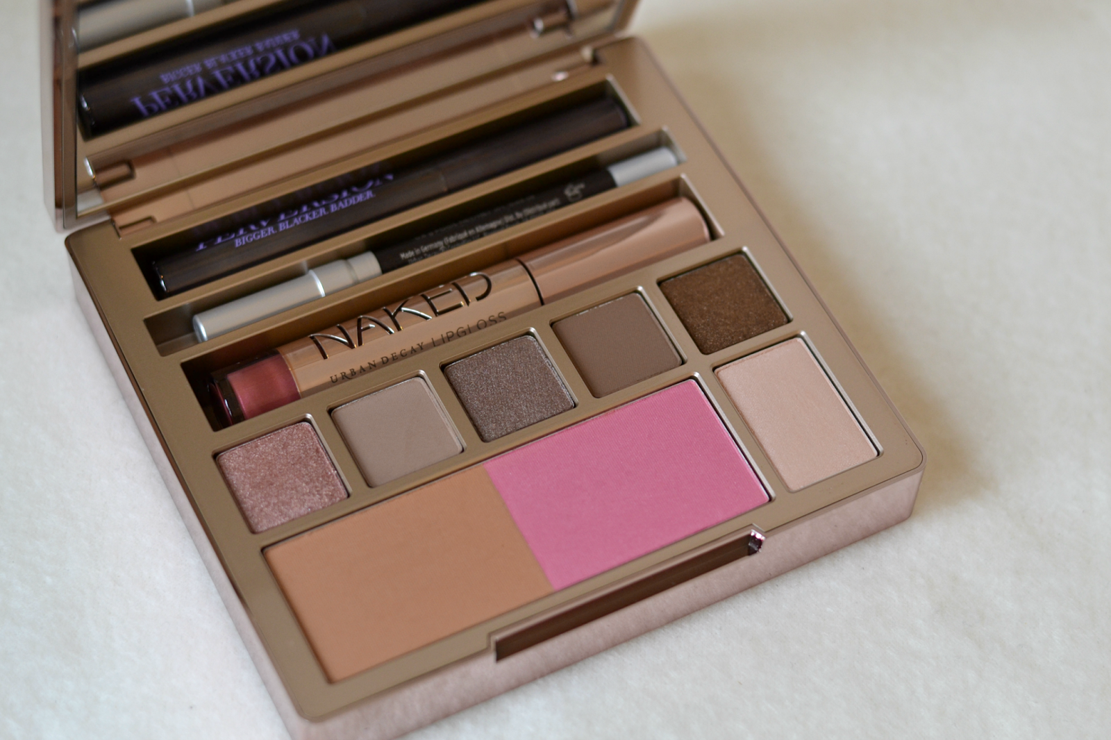 urban_decay_naked_on_the_run_palette_kit_christmas_2.png