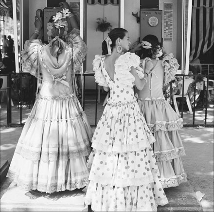 Women-wearing-Andalusian-dresses.jpg