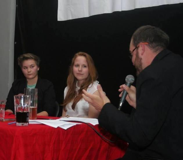 Gömbhalmaz bemutatkozó felolvasóest - Tilli Zsuzsival és Braun Barnával (2013.10.16).jpg