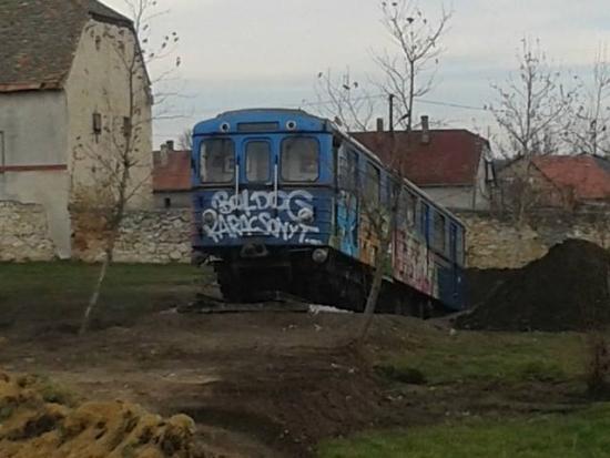 budapest_csakbereny_metro2.jpg