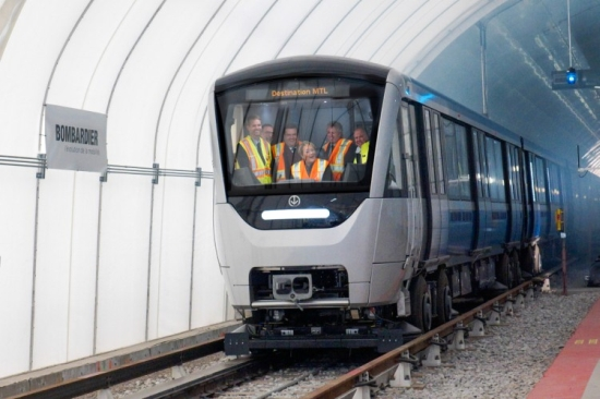 montreal_metro_azur2.jpg