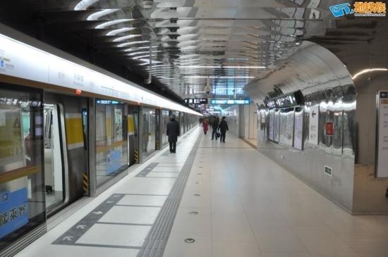 peking_line10_peron.jpg