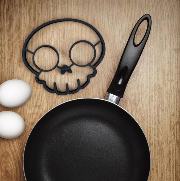 skull-egg-mold-egg-o-matic-4.jpg