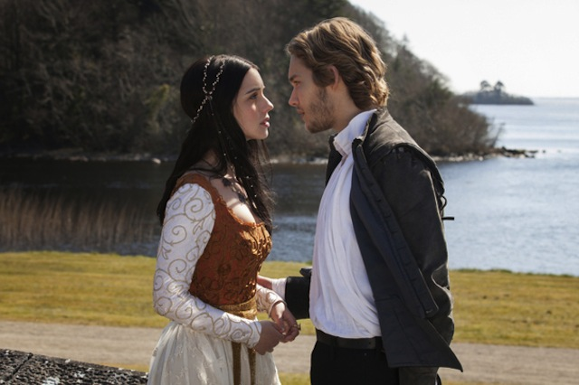 Adelaide-Kane-and-Toby-Regbo-of-Reign_gallery_primary.jpg