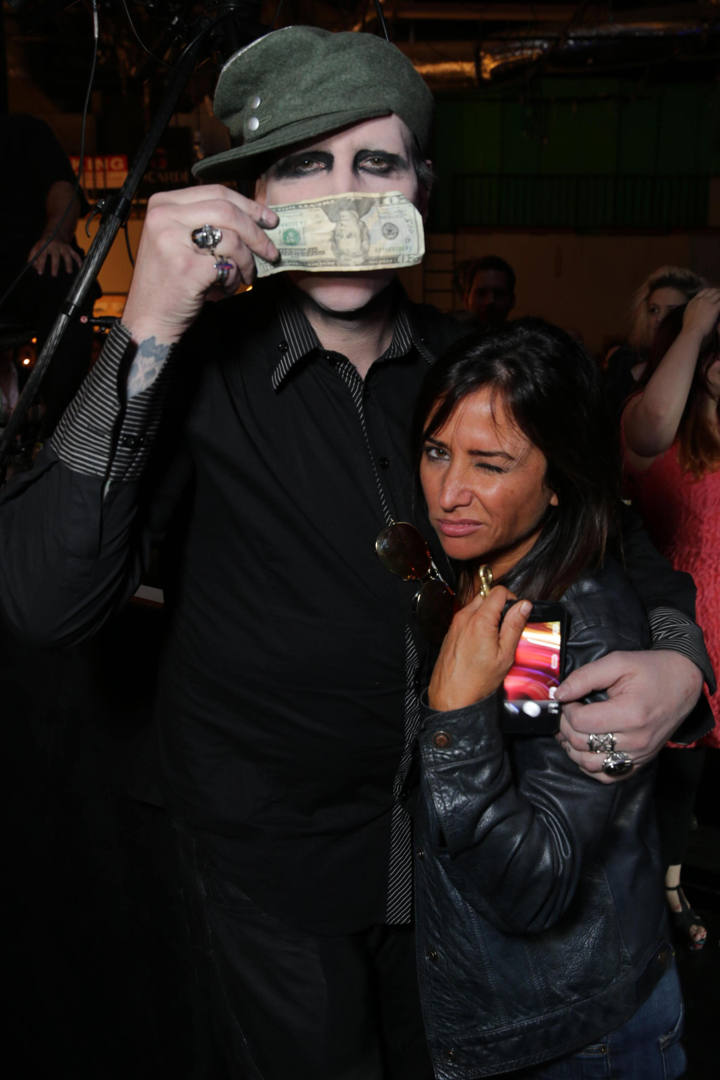 Californication - Season 7 - Wrap Party Photos (19)_FULL.jpg