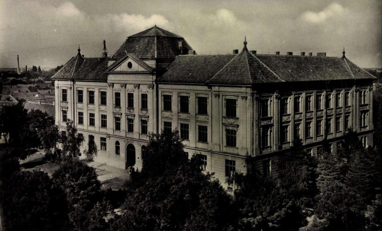 gimnazium1950esevek.jpg
