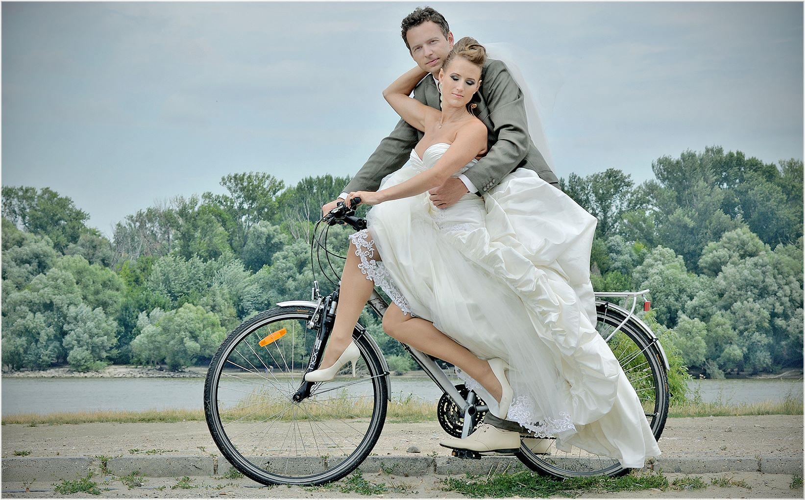 Abrakadabra bringás esküvő