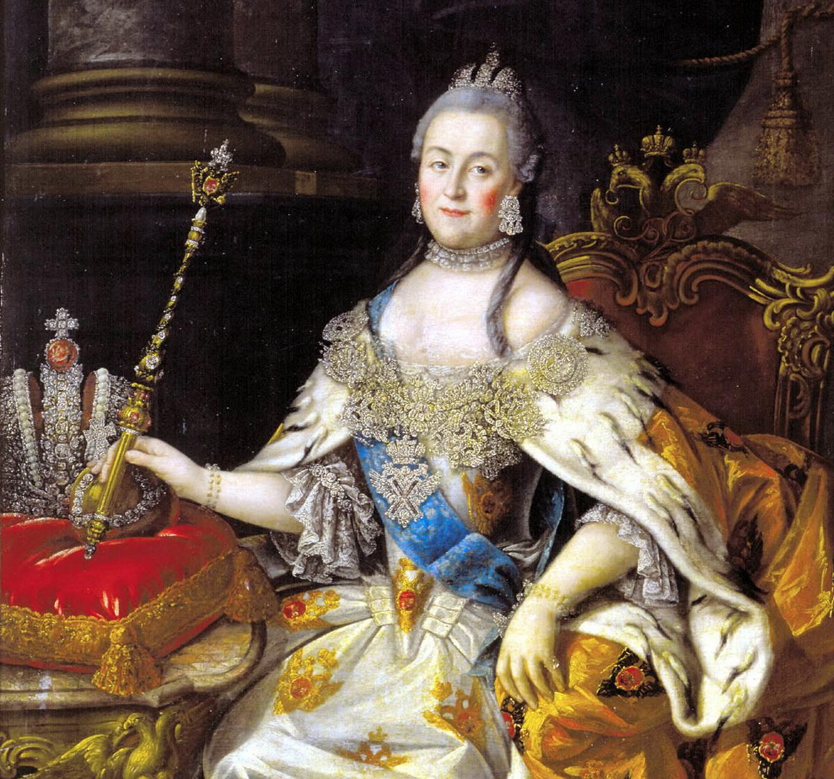 Nagy Katalin cárnő, jobbján a koronával