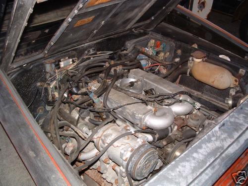 Ez egy izé, motor. Vagy annak kinéző valami.